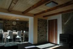 obývací pokoj s pohledem do kuchyně