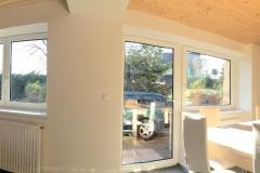 panorama z obývacího pokoje do kuchyně